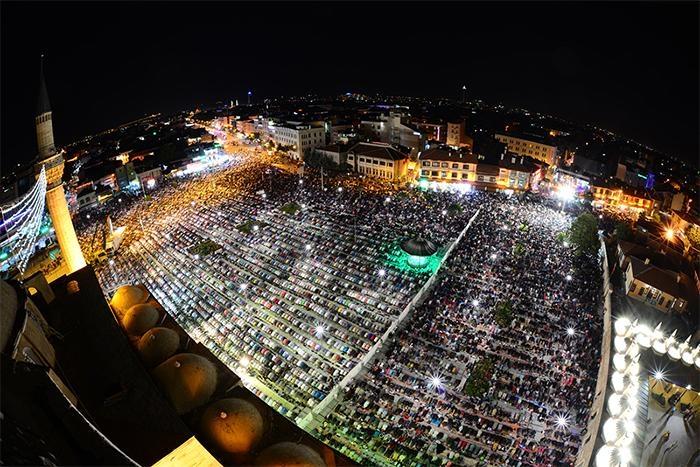 Konyalı Kadir Gecesi'nde Mevlana Meydanı'na akın etti 2