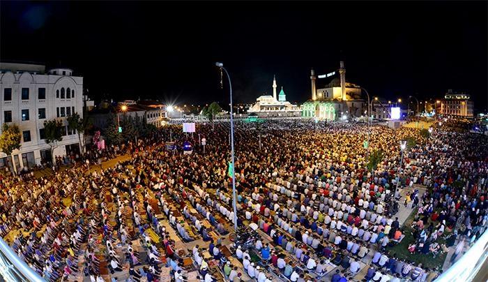 Konyalı Kadir Gecesi'nde Mevlana Meydanı'na akın etti 3