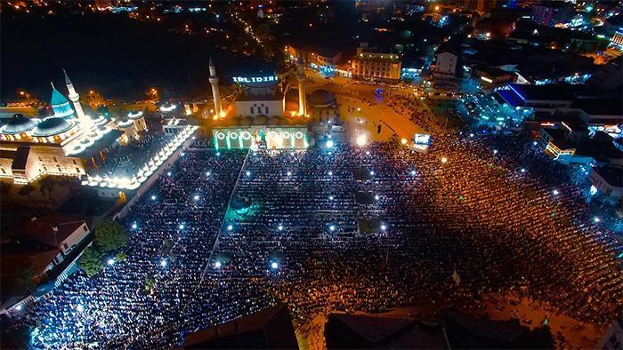 Konyalı Kadir Gecesi'nde Mevlana Meydanı'na akın etti 5