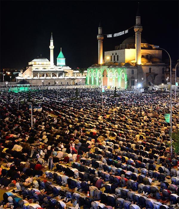 Konyalı Kadir Gecesi'nde Mevlana Meydanı'na akın etti 7