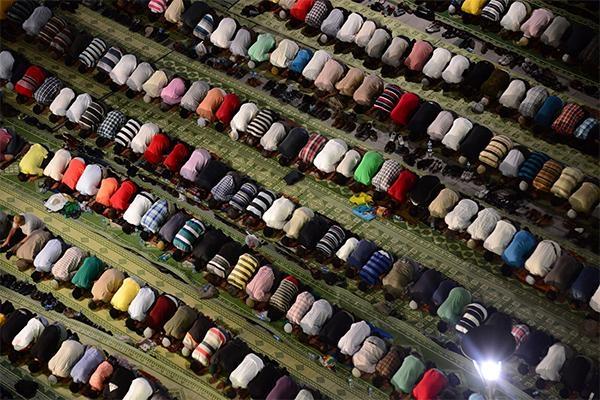 Konyalı Kadir Gecesi'nde Mevlana Meydanı'na akın etti 8