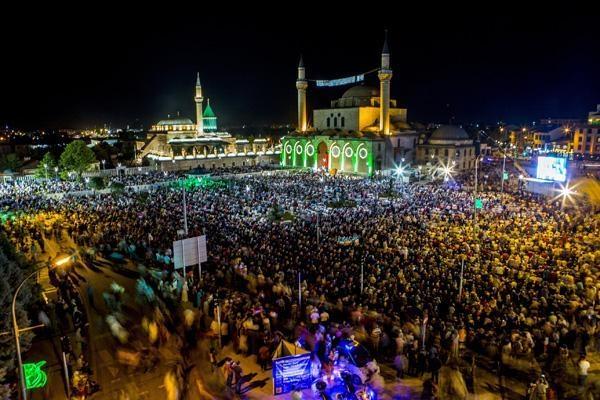 Konyalı Kadir Gecesi'nde Mevlana Meydanı'na akın etti 9