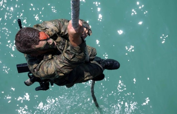 Türk komandosunun zorlu eğitimi 26