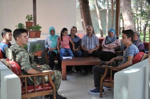 Suriye sınırındaki Mehmetçik'e bayram sürprizi 11