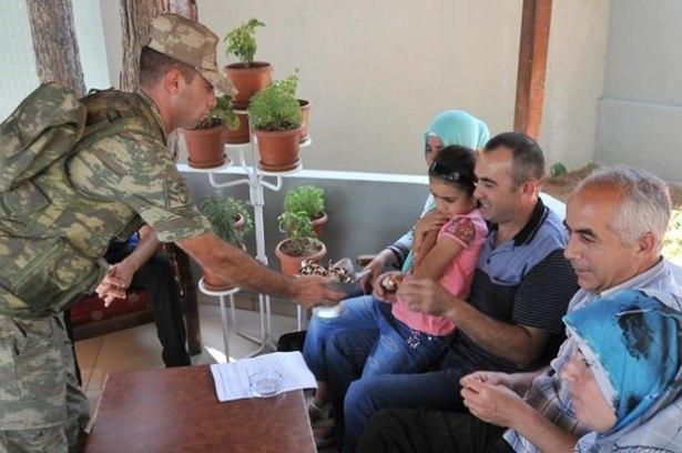 Suriye sınırındaki Mehmetçik'e bayram sürprizi 13