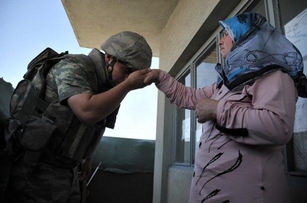Suriye sınırındaki Mehmetçik'e bayram sürprizi 18