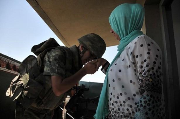 Suriye sınırındaki Mehmetçik'e bayram sürprizi 23