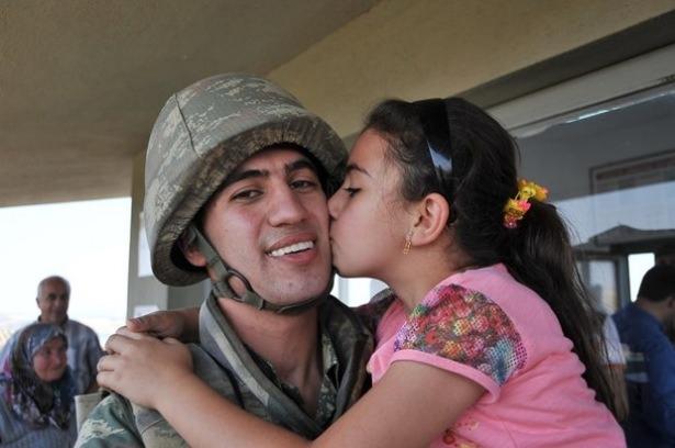 Suriye sınırındaki Mehmetçik'e bayram sürprizi 27