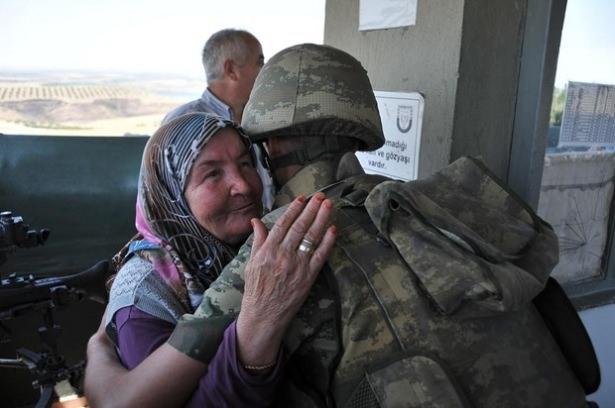 Suriye sınırındaki Mehmetçik'e bayram sürprizi 28