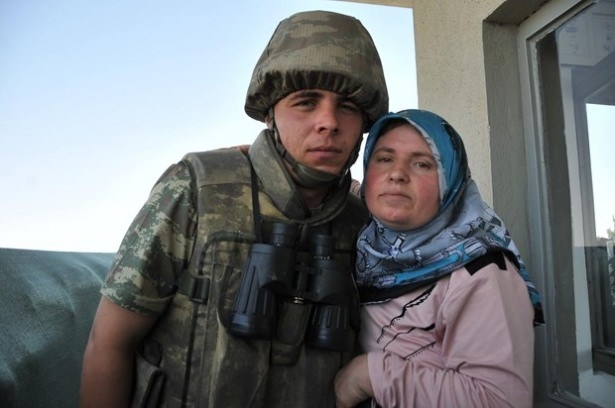 Suriye sınırındaki Mehmetçik'e bayram sürprizi 4