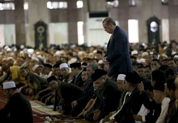 Erdoğan Endonezya'da Cuma namazı kıldı 1