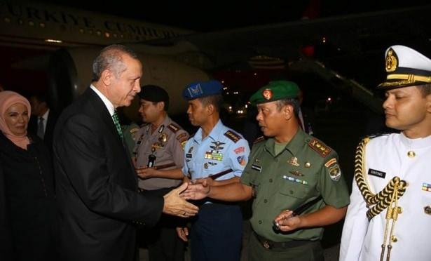 Erdoğan Endonezya'da Cuma namazı kıldı 10