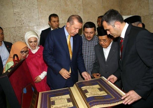 Erdoğan Endonezya'da Cuma namazı kıldı 12