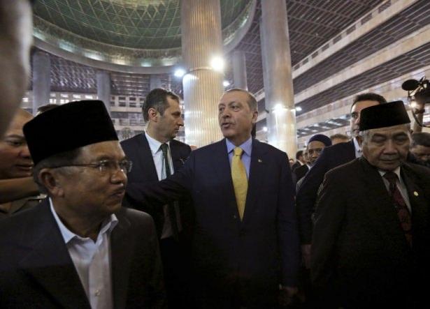 Erdoğan Endonezya'da Cuma namazı kıldı 2