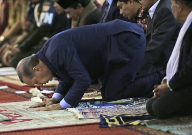 Erdoğan Endonezya'da Cuma namazı kıldı 3