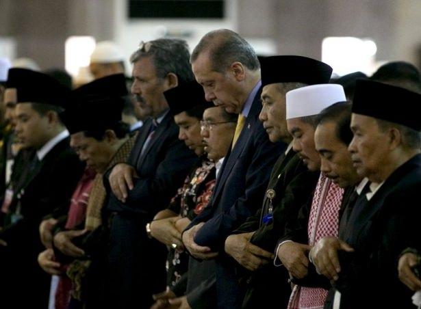 Erdoğan Endonezya'da Cuma namazı kıldı 5