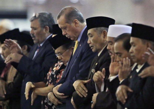 Erdoğan Endonezya'da Cuma namazı kıldı 6
