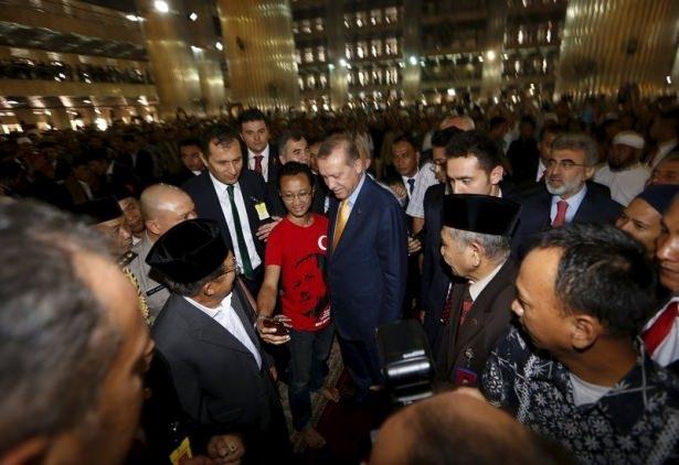 Erdoğan Endonezya'da Cuma namazı kıldı 8