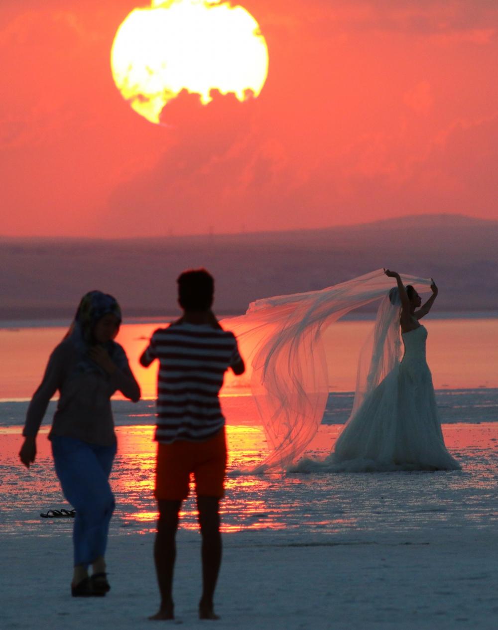 Tuz Gölü'ne tatilcilerinden büyük ilgi 1
