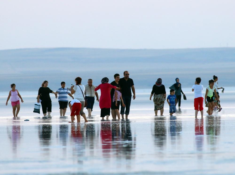 Tuz Gölü'ne tatilcilerinden büyük ilgi 2