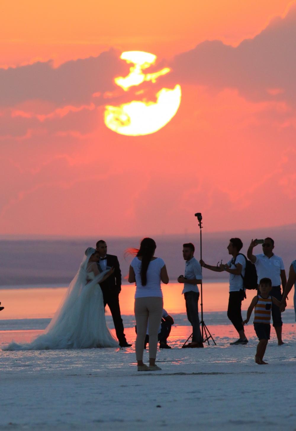 Tuz Gölü'ne tatilcilerinden büyük ilgi 3