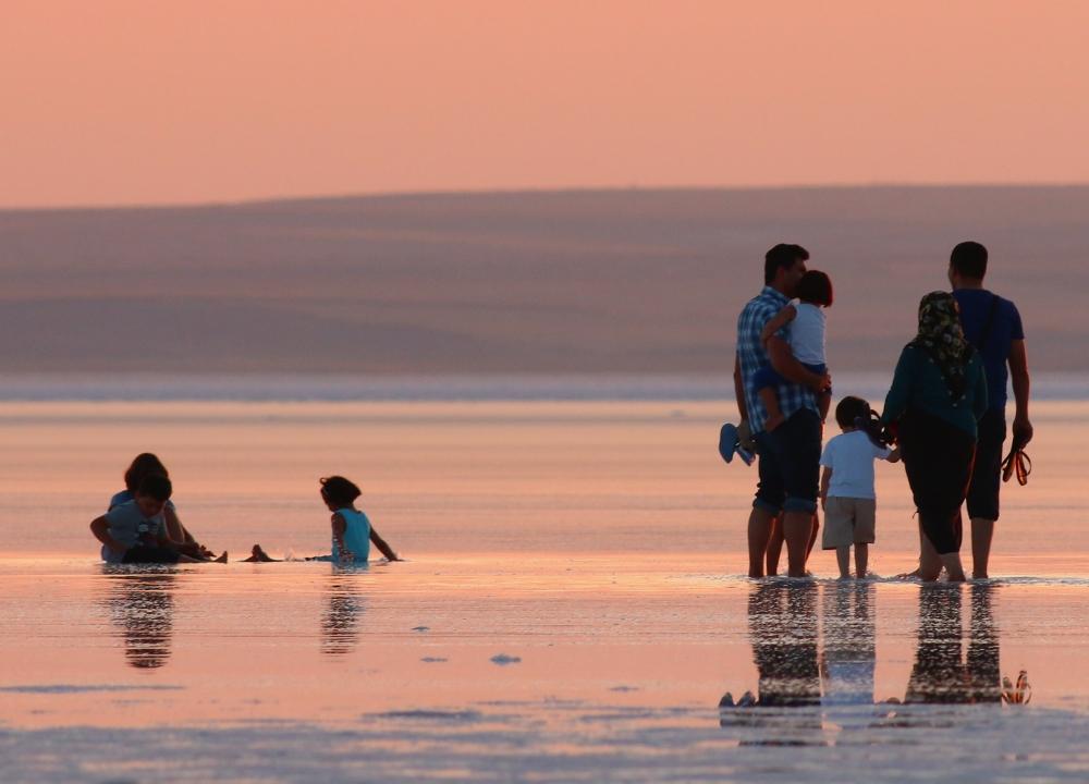Tuz Gölü'ne tatilcilerinden büyük ilgi 5