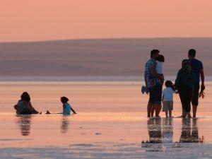 Tuz Gölü'ne tatilcilerinden büyük ilgi