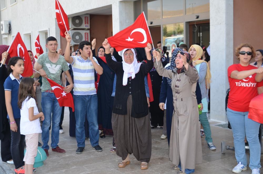 Şehit yakınlarından teröre protesto 1