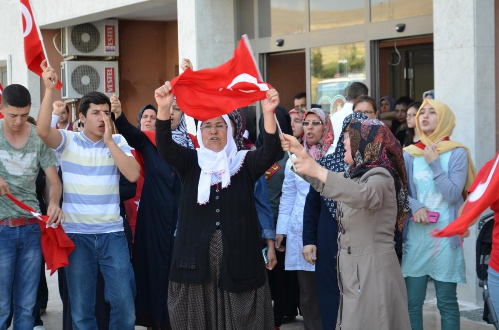 Şehit yakınlarından teröre protesto 3