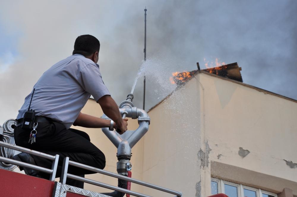 Konya'da fakülte binasında yangın 7