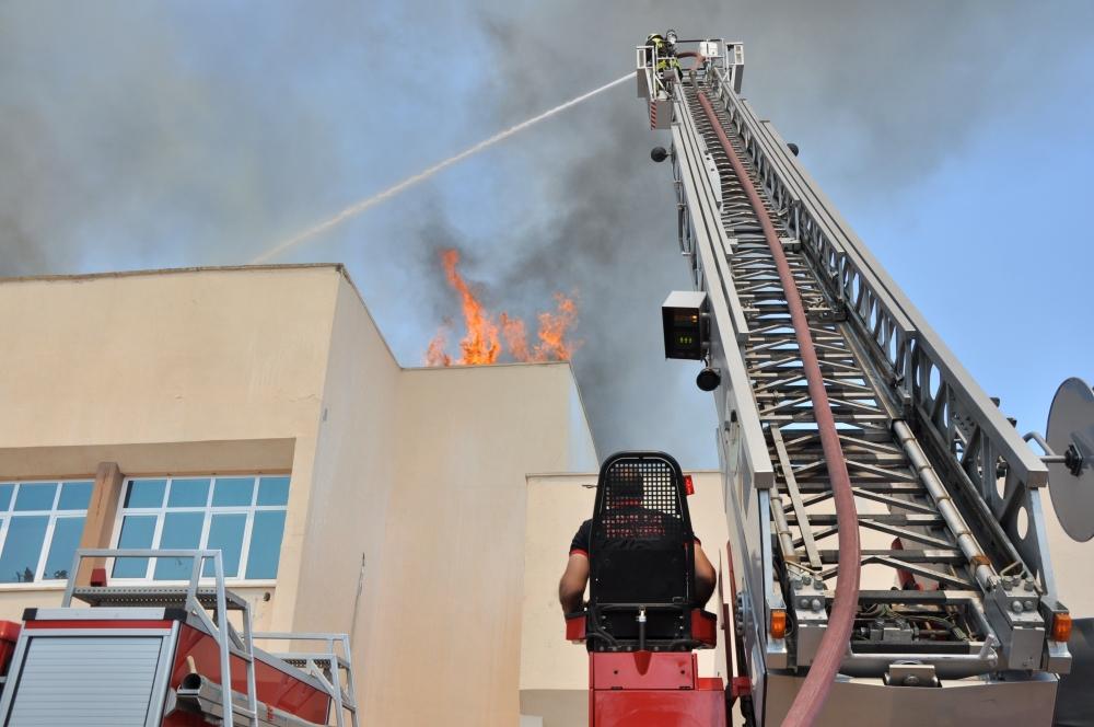 Konya'da fakülte binasında yangın 8