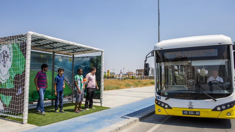 """""""Tribün""""de otobüs bekliyorlar 13"""