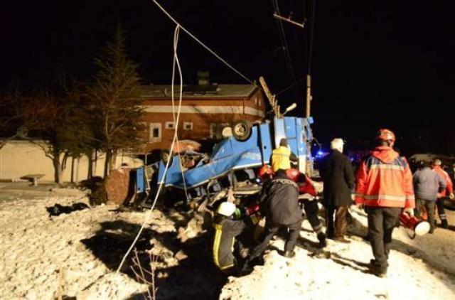 Kayseri'de öğrencileri taşıyan midibüs kaza yaptı: 11 ölü 1