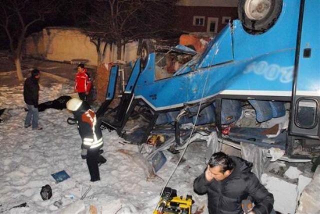 Kayseri'de öğrencileri taşıyan midibüs kaza yaptı: 11 ölü 12