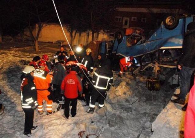 Kayseri'de öğrencileri taşıyan midibüs kaza yaptı: 11 ölü 14