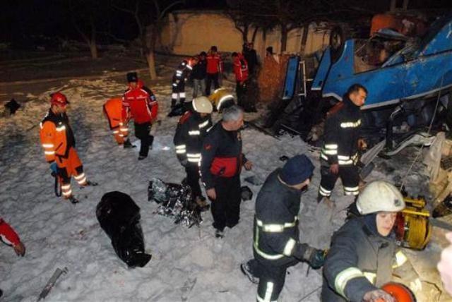 Kayseri'de öğrencileri taşıyan midibüs kaza yaptı: 11 ölü 15