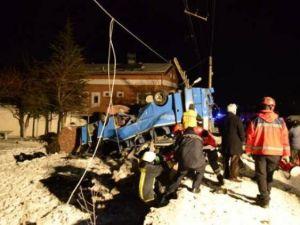 Kayseri'de öğrencileri taşıyan midibüs kaza yaptı: 11 ölü
