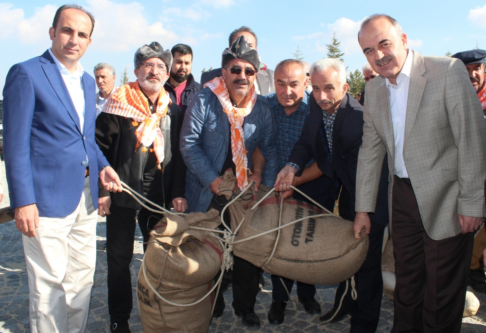Konya'da Mazi'den Ati'ye ticaret kervanı yürüyüşü 30