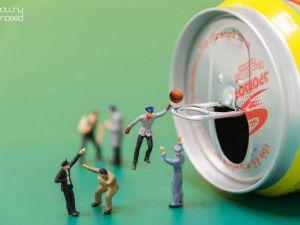 Hayatın İçine Minyatür İnsanları Yerleştiren Sanatçı