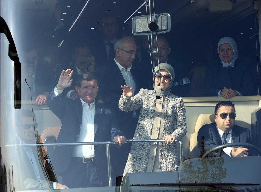 Başbakan Davutoğlu Konya'da halkı selamladı 1