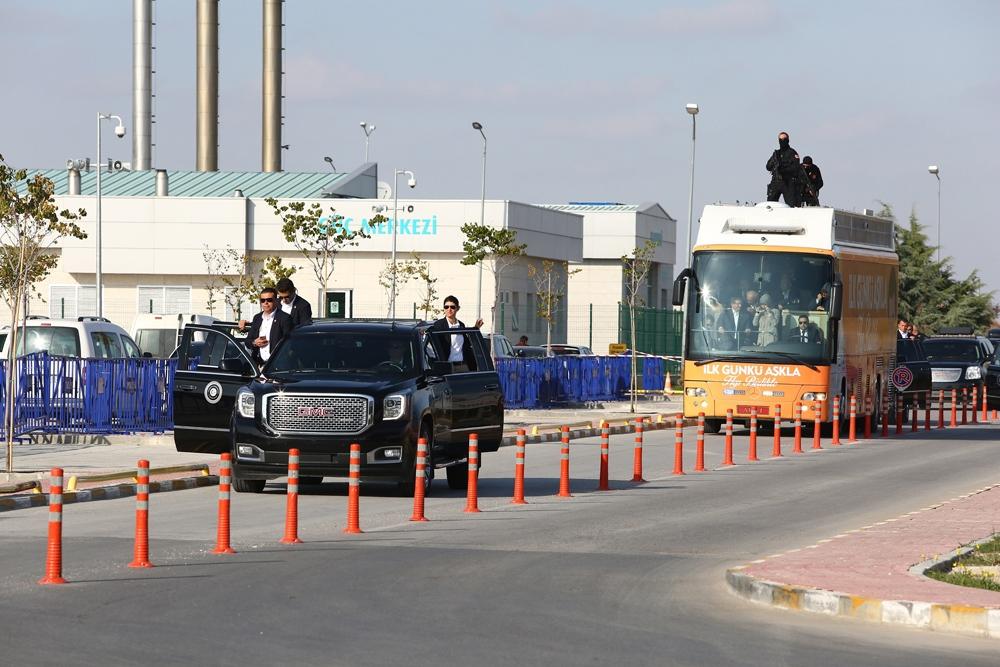 Başbakan Davutoğlu Konya'da halkı selamladı 6