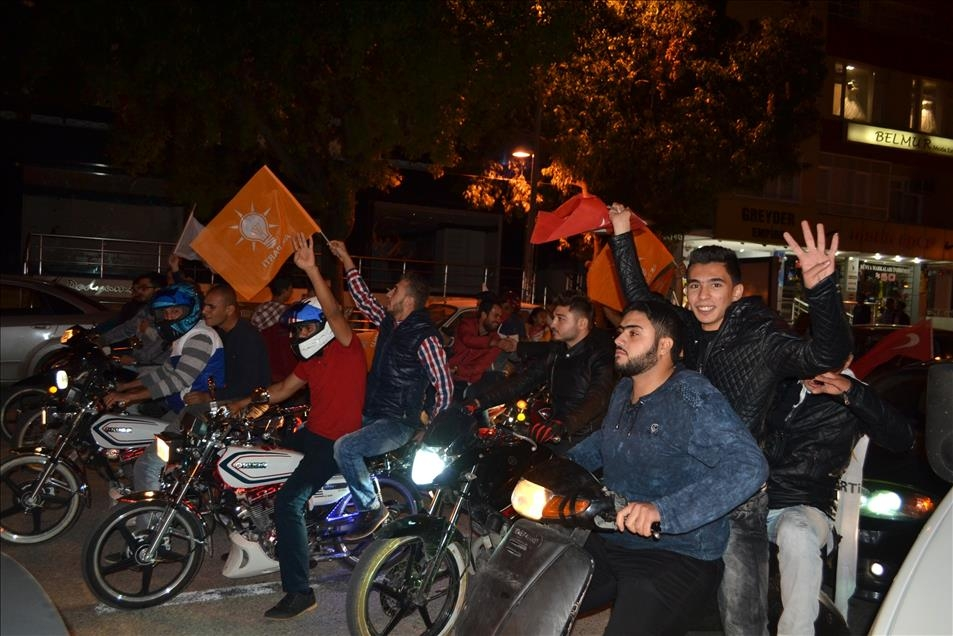 AK Parti'nin seçim zaferi kutlanıyor 4