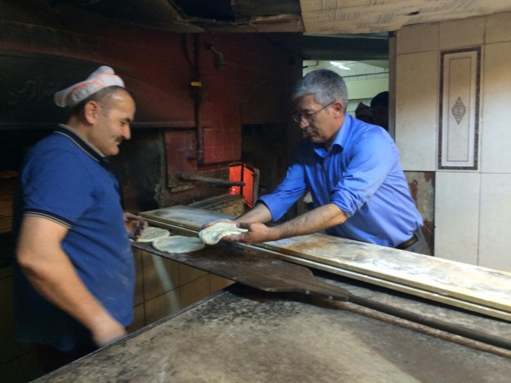 Babaoğlu, MHP'li fırıncıya verdiği sözü tuttu 4