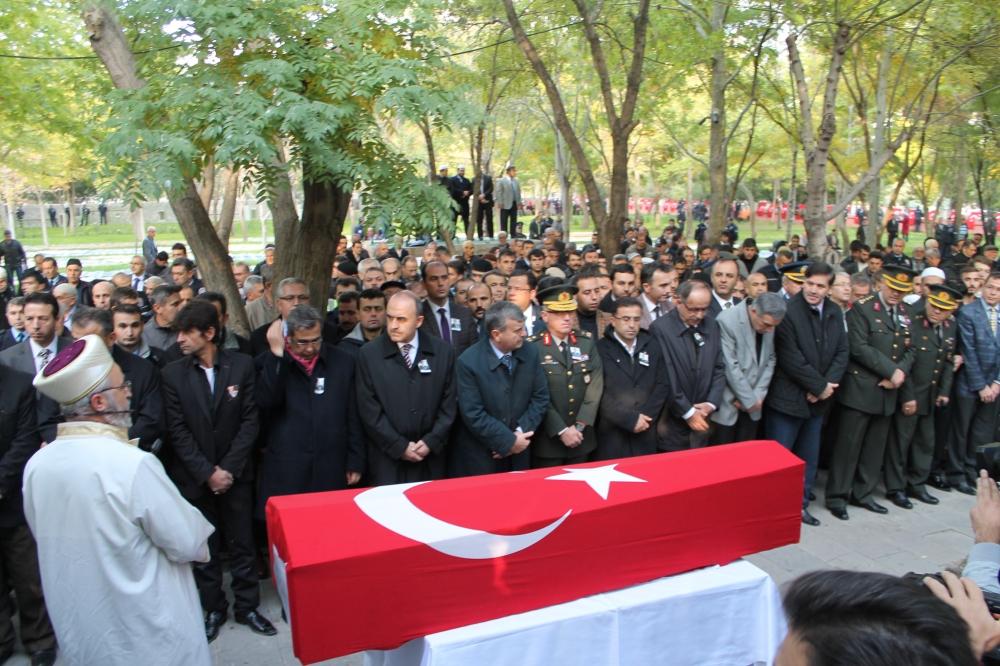 Şehit polis son yolculuğuna uğurlandı 10