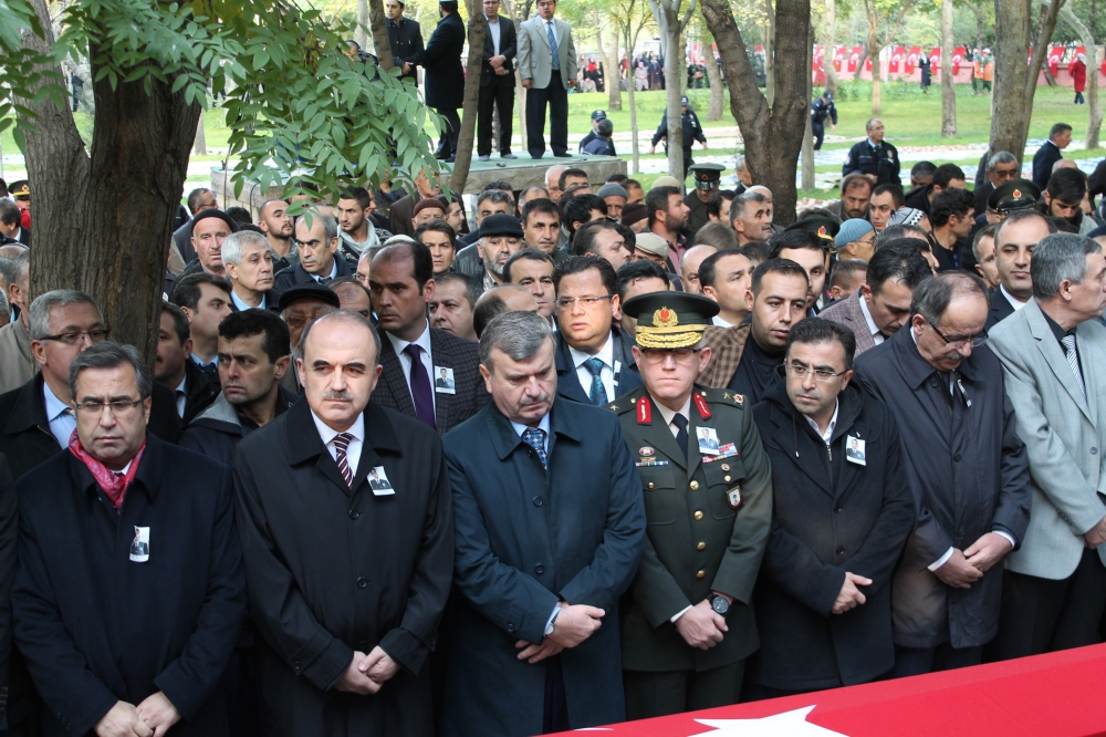 Şehit polis son yolculuğuna uğurlandı 11
