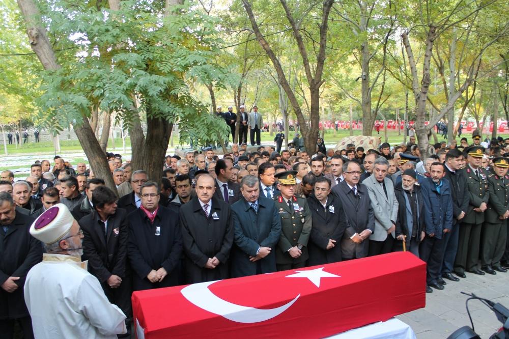 Şehit polis son yolculuğuna uğurlandı 13