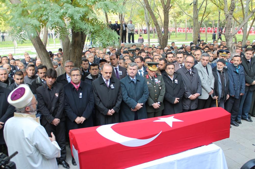 Şehit polis son yolculuğuna uğurlandı 15