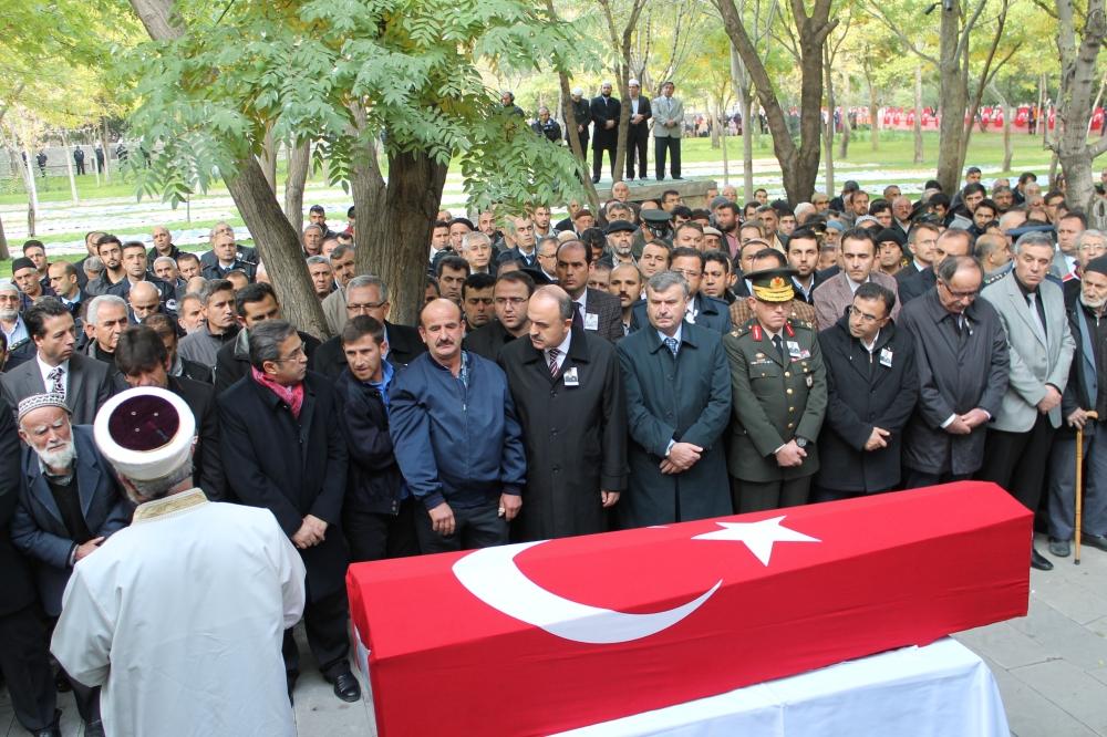 Şehit polis son yolculuğuna uğurlandı 18