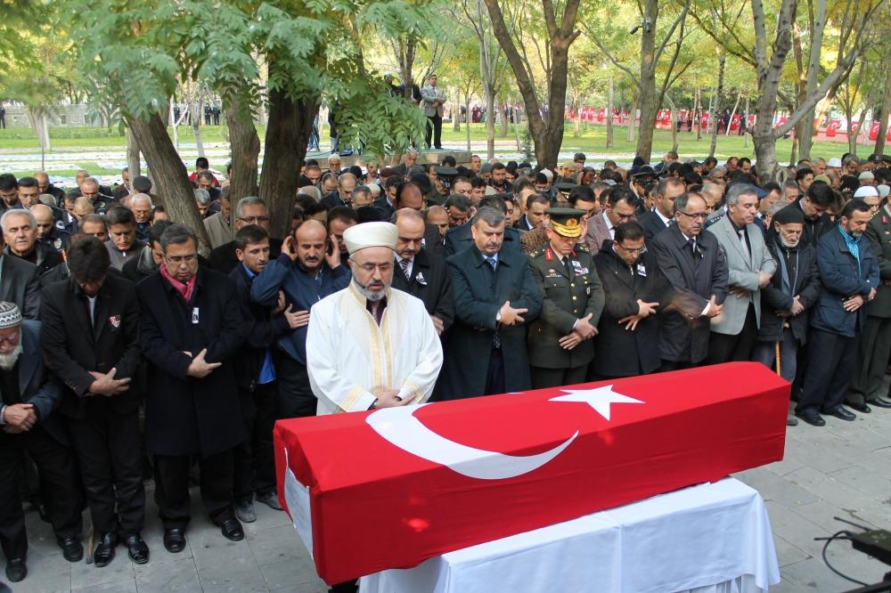 Şehit polis son yolculuğuna uğurlandı 19