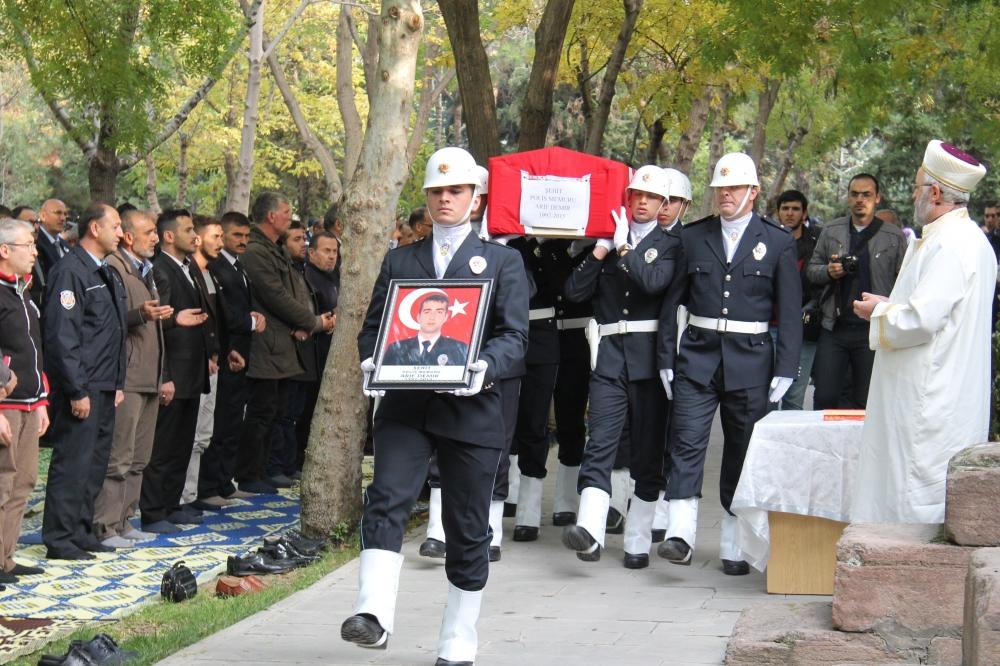 Şehit polis son yolculuğuna uğurlandı 2